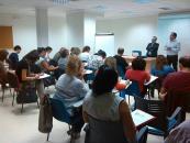 Unos 35 comerciantes y emprendedores participan en el taller de escaparatismo