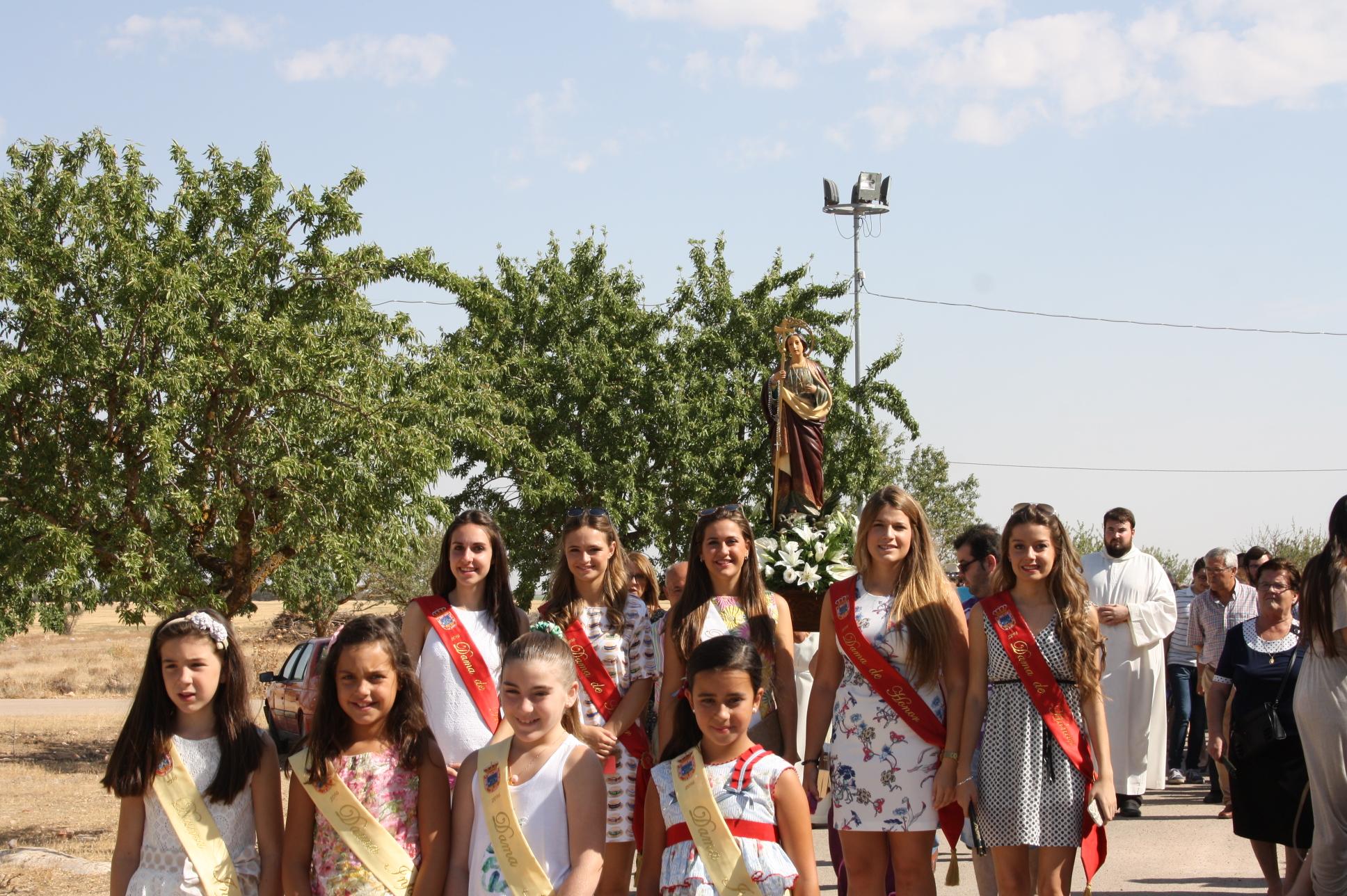 La Reina Y Damas Participan En Las Celebraciones De Santa Marta