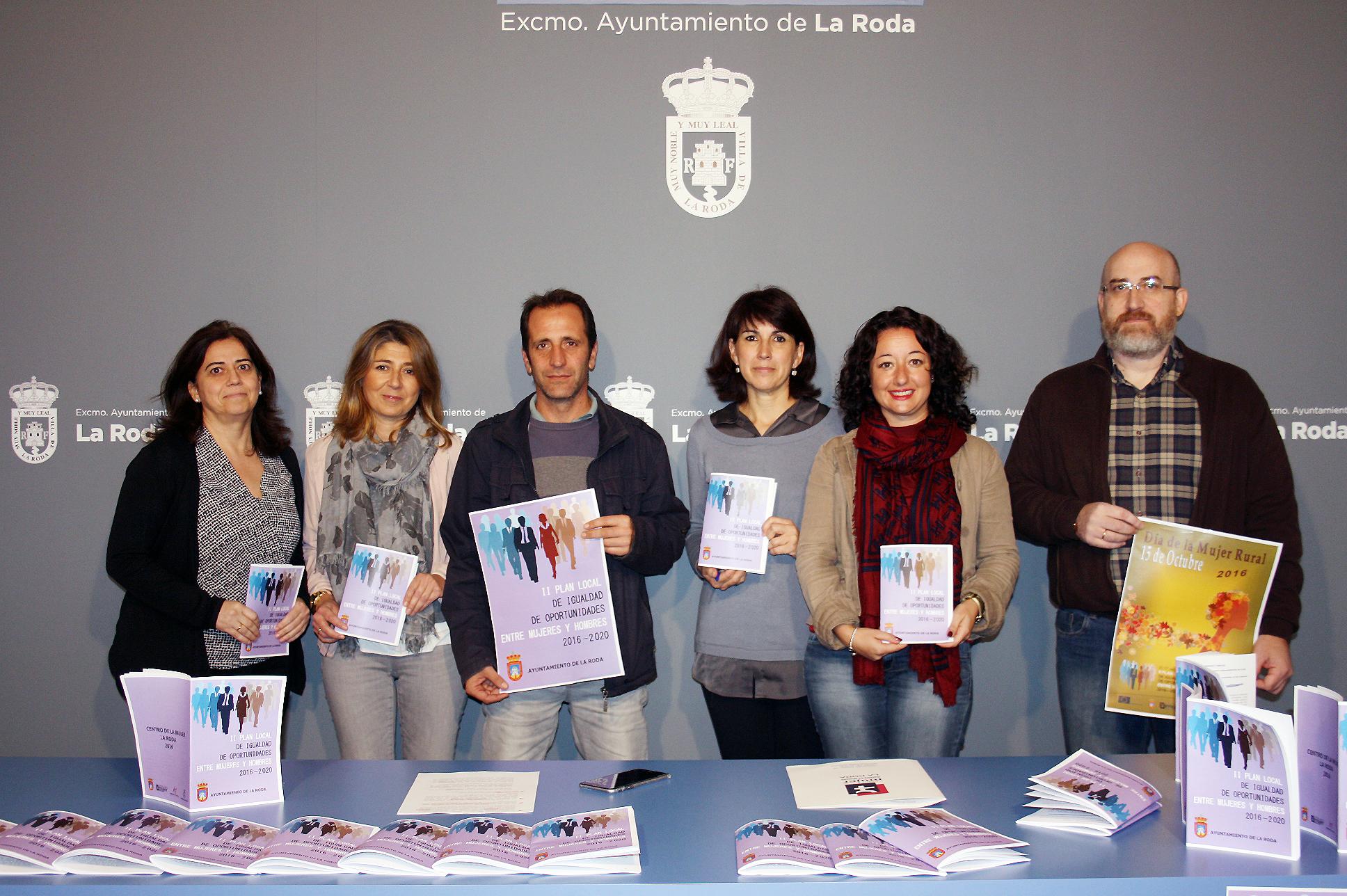 Concejala Y Equipo Técnico Del Centro De La Mujer