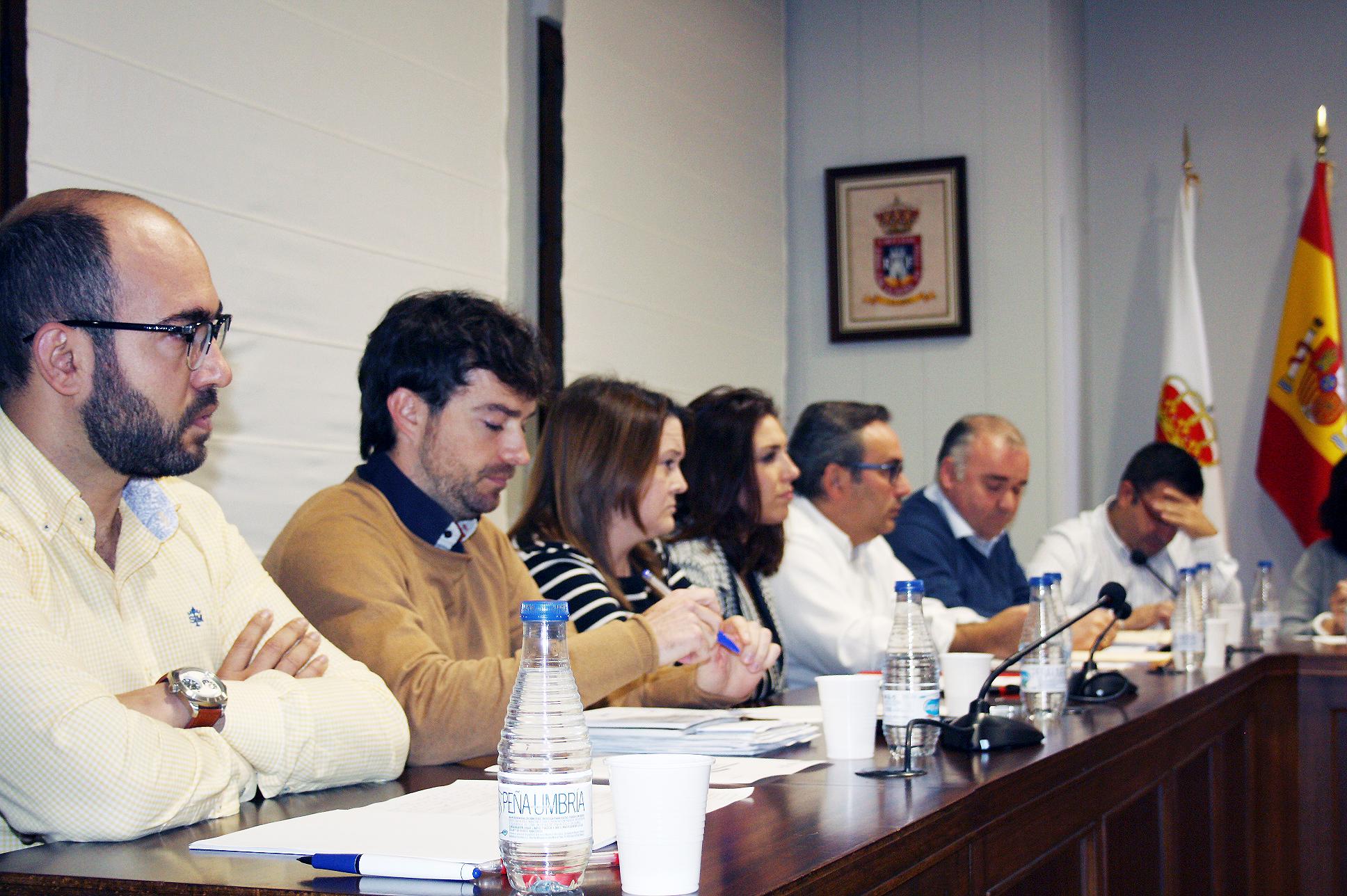 Concejal De Medioambiente, Juan Luis Escudero (primero Por La Izquierda)
