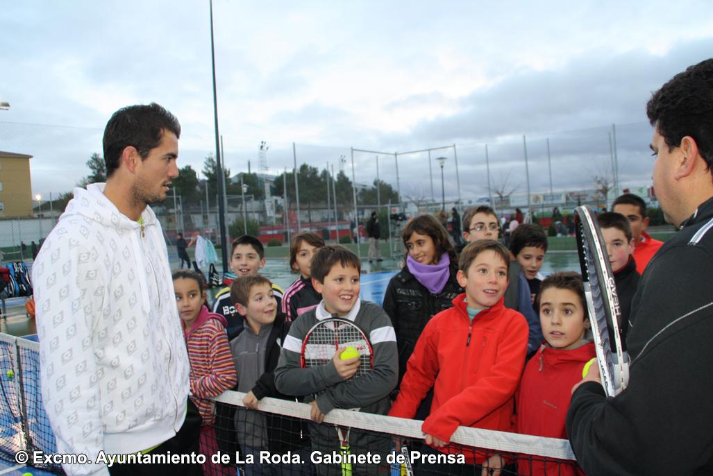 Con Alumnos De La Escuela De Tenis De La Roda