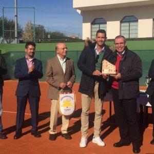 Ayuntamiento De La Roda Y Club Polideportivo, En El Homenaje A Guillermo García