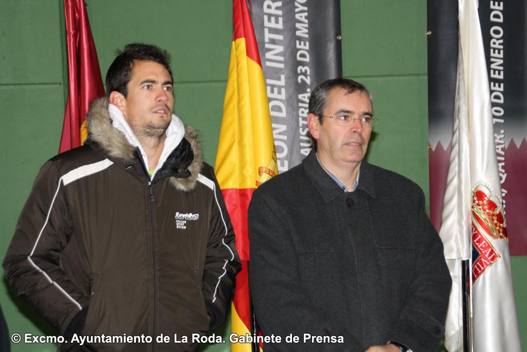 Tenista Y Alcalde En El Acto Del Descubrimiento De La Lona Dedicada Al Tenista Rodense