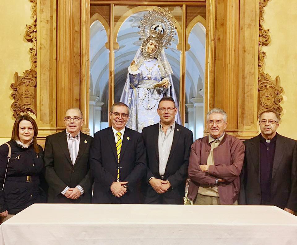 Visita A La Virgen Antes Del Inicio Del Acto De Petición De La Sagrada Imagen