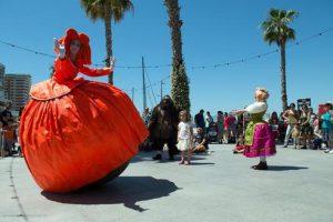 """"""" MENINA """"  Teatro de calle  Cia. 7Burbujas @ Explanada del Parque Adolfo Suarez"""
