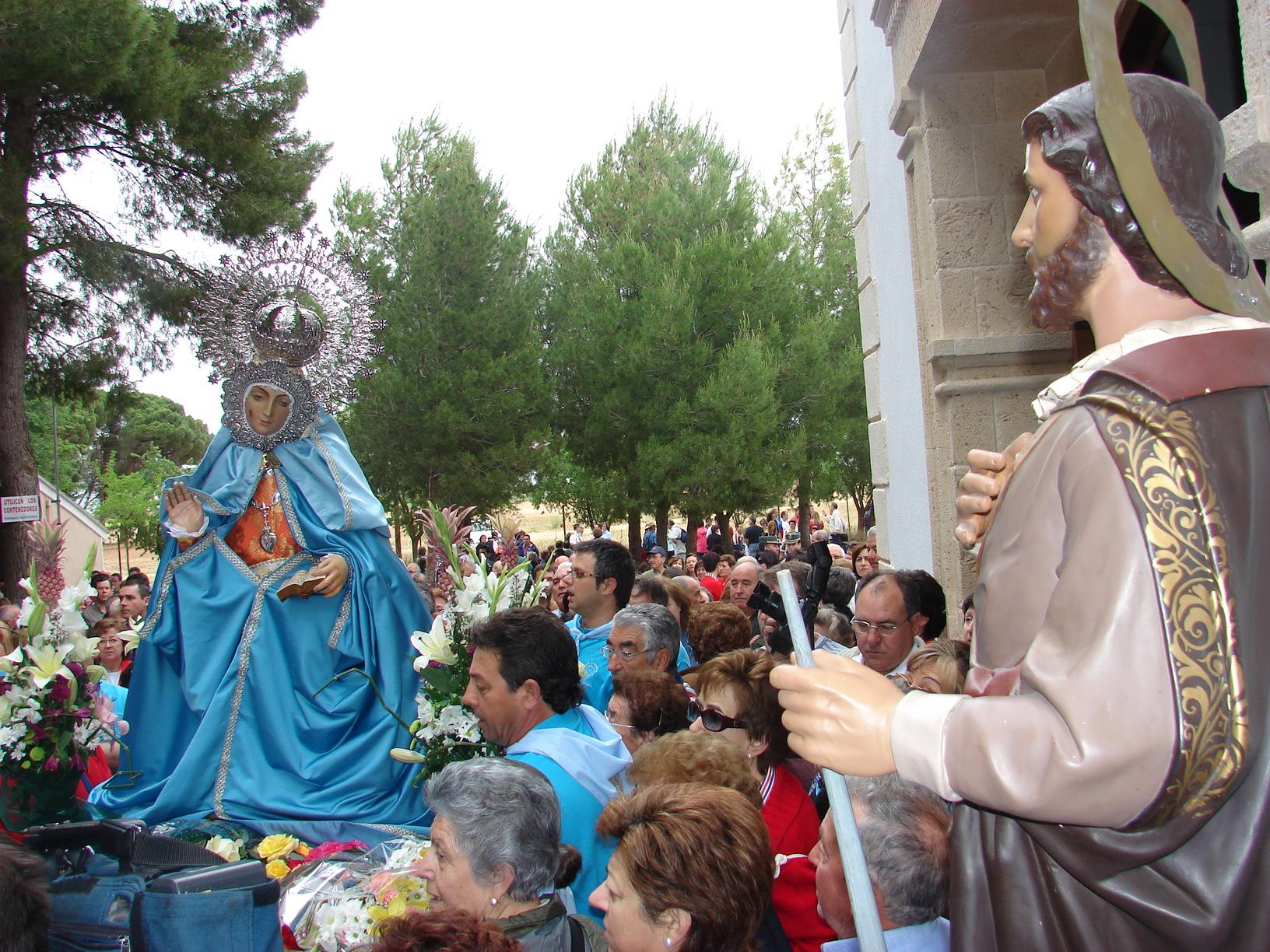 Parada En S. Isidro Para Despedirse Del Santo A Su Regreso A Fuensanta