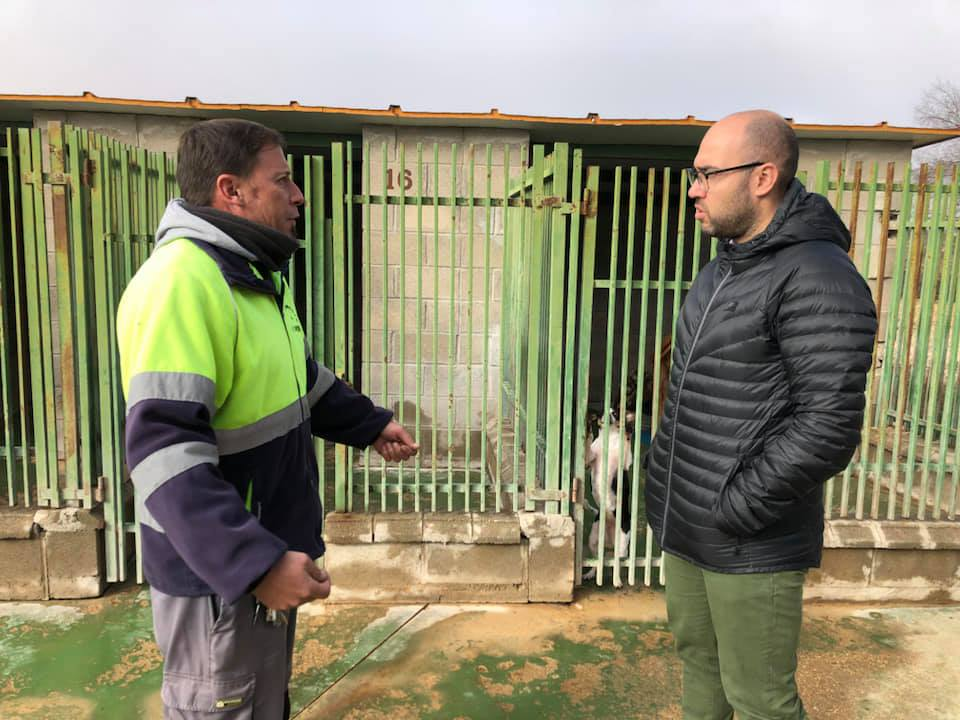 Concejal Del Servicio (dcha) – Trabajador Del Ayto Responsable De La Perrera
