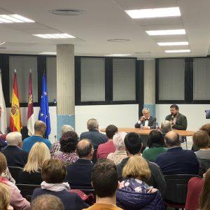 Ángel Viñas Llena La Sala De Conferencias De La Casa De La Cultura