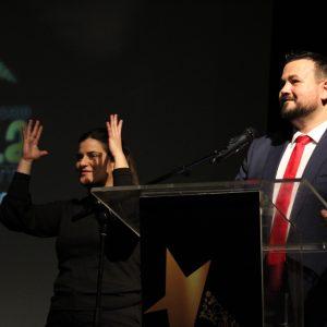Juan Ramón Amores Aplaude La Labor De La Intér-prete De Lengua De Signos
