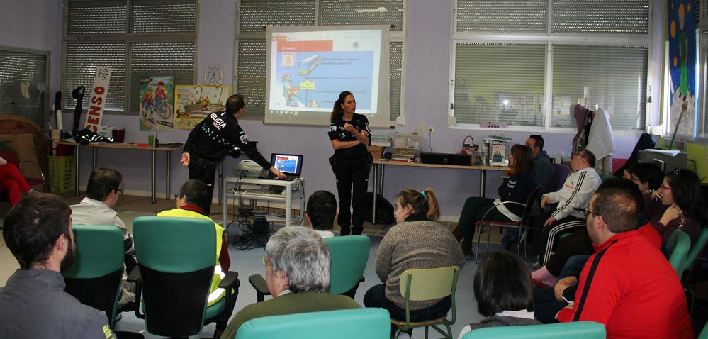 La Policía Local De La Roda Imparte Clases De Seguridad Vial En Asprona