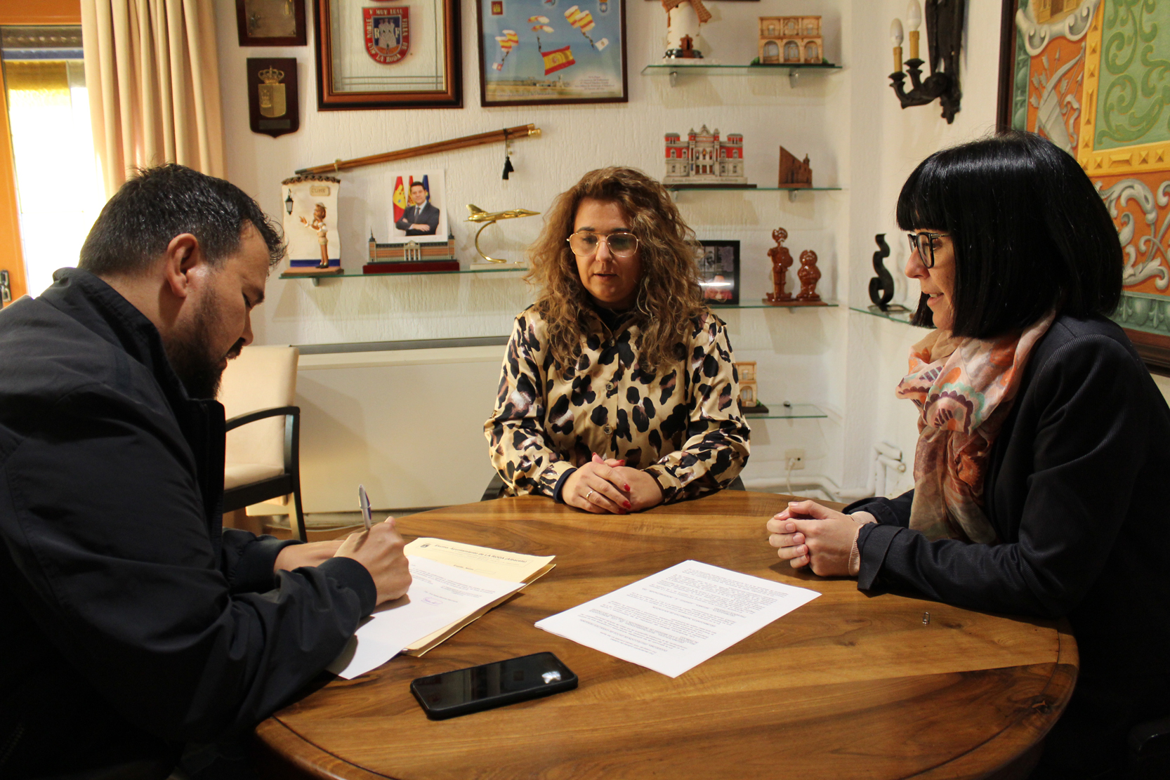 El Ayuntamiento De La Roda Ratifica El Convenio De Colaboración Con AMERODA