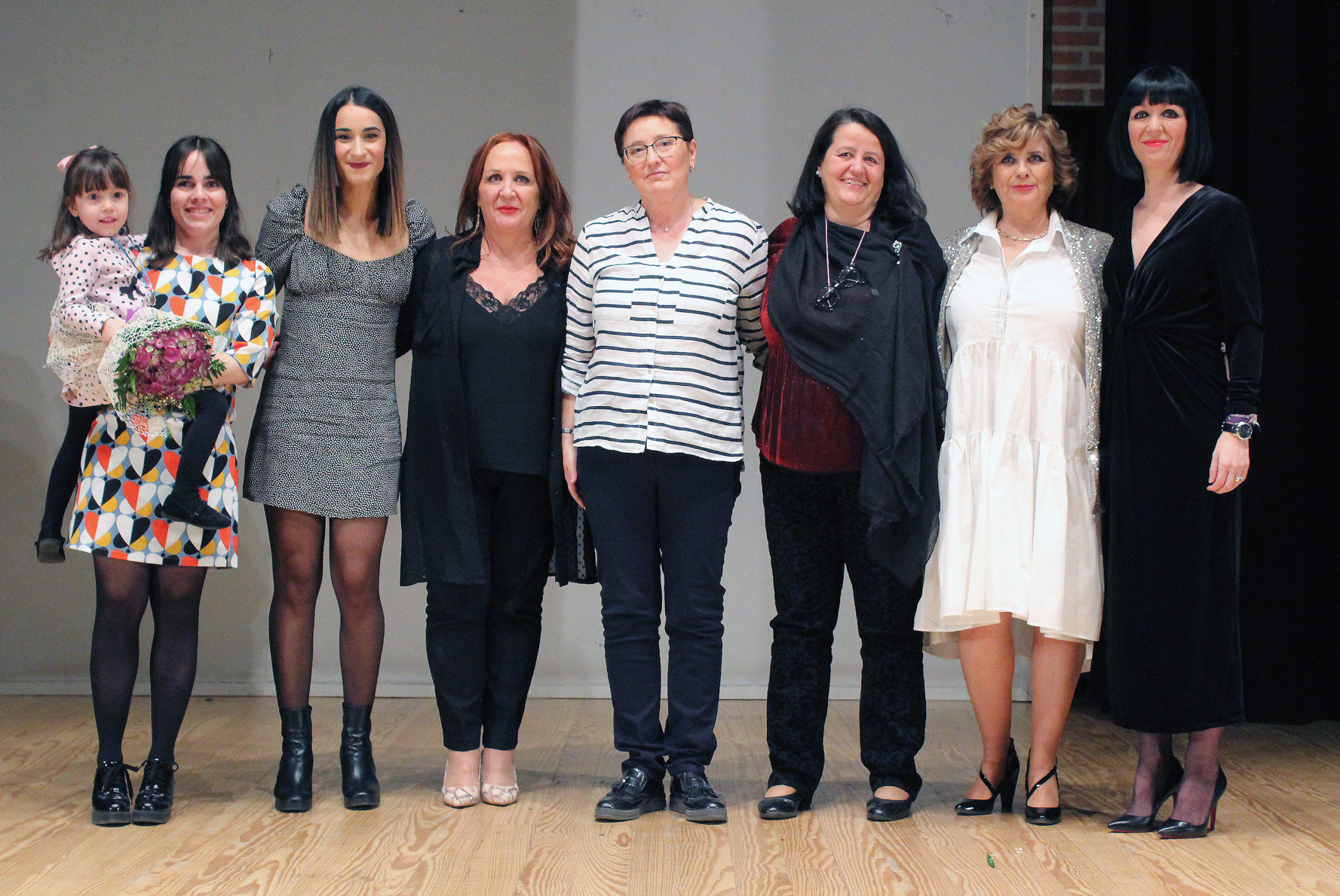 ELLA Homenajeó A Cinco Mujeres Por Su Trayectoria En Diversos Campos: Ciencia E Investigación, Agricultura, Enfermería, Arte Y Mundo Empresarial