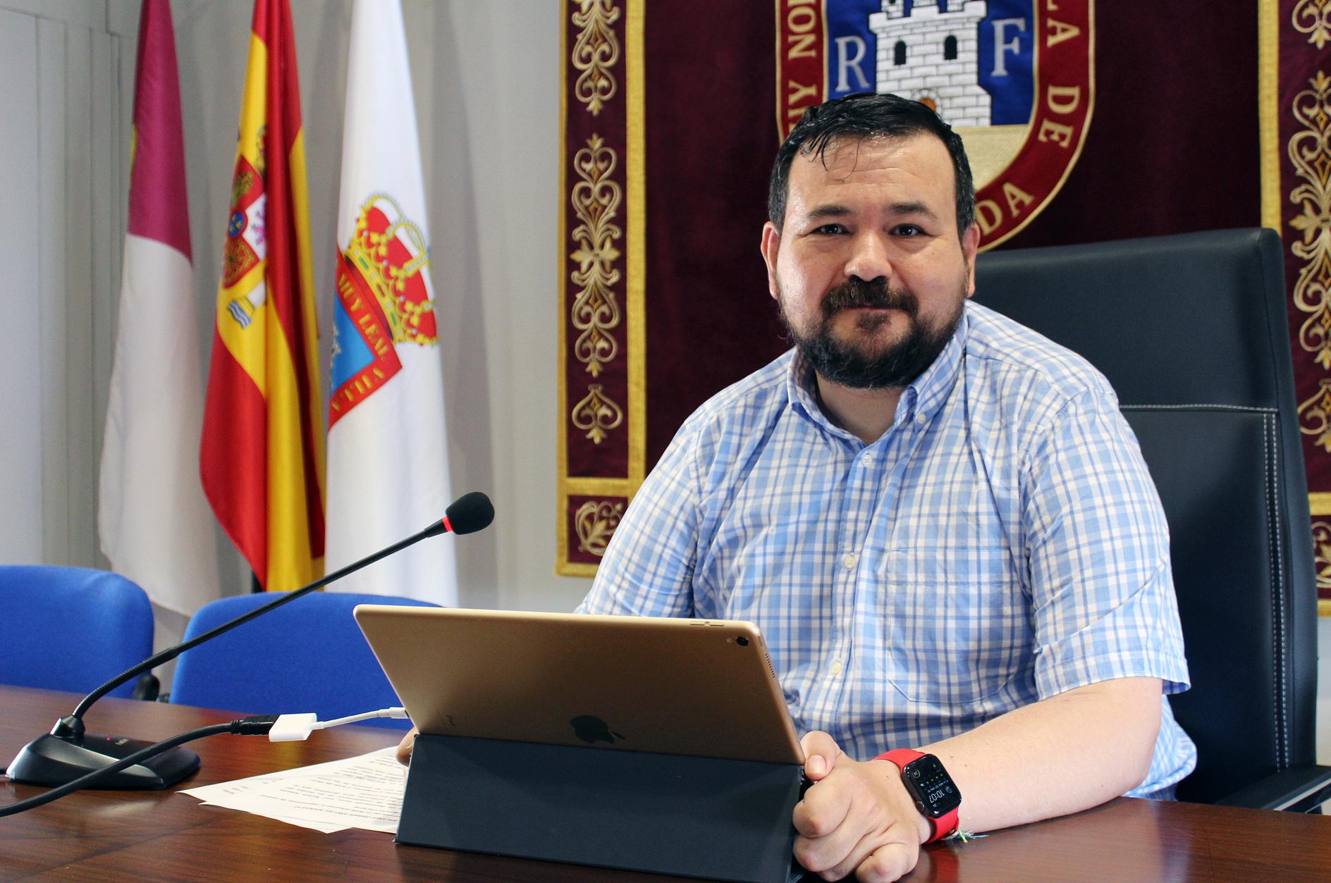 Juan Ramón Amores Anuncia La Instalación De Las Nuevas Luminarias LED