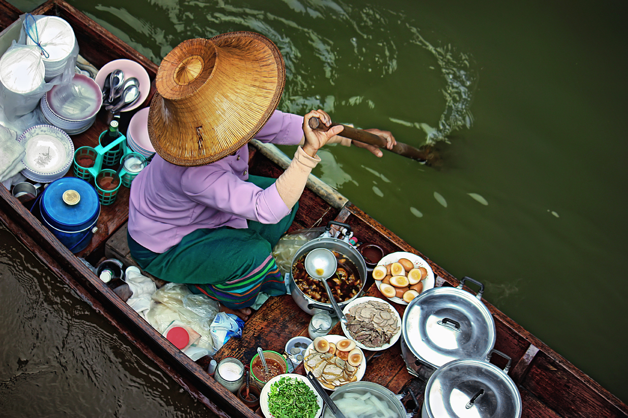 FLOATING MARKET 02